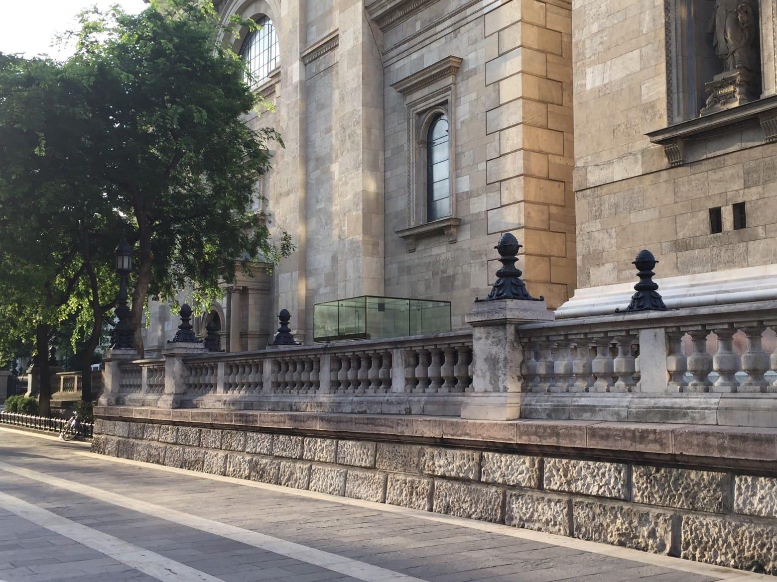Bazilika_terasz_setany_felvono_foto_utca